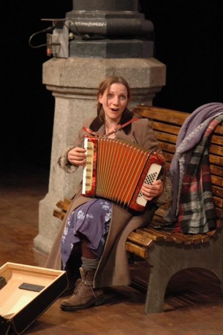 """Katrin Griesser in """"Niemand heißt Elise"""". Foto: Wolfgang Keller"""